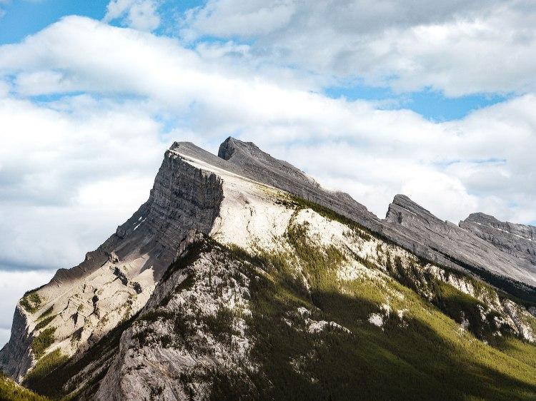Vue sur Mount Rundle depuis Vermilion Lakes Road